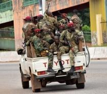 Golpe de Estado em Guiné: soldados afirmam que governo e Constituição estão destituídos, mas Ministério da Defesa nega