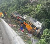 Acidente com ônibus deixa 12 mortos e nove feridos na BR-376  em Guaratuba