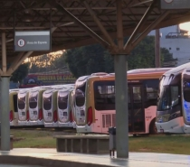 Protesto por vacina deixa 100% dos ônibus parados no DF