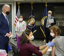 EUA aplicam 100 milhões de doses de vacina e batem meta de Biden com 6 semanas de antecedência